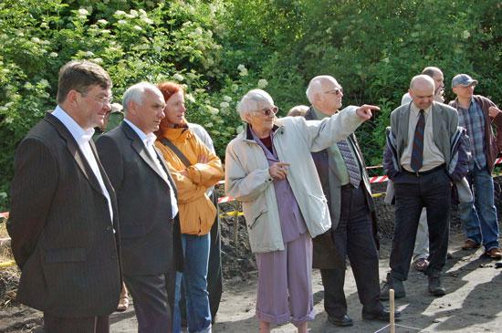 Profesor Zofia Kurnatowska na grodzisku wSantoku